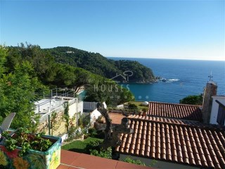 House in the center of Canyelles with sea view - ref.1133 | 4 Bedrooms | 2WC