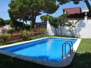 Villa with sea views and walking distance to the beach, Lloret de Mar | 3 Bedrooms | 2WC