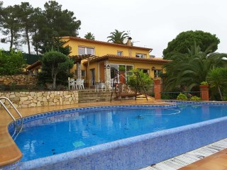 House in sale with garden, swimming pool and view sea. Lloret de Mar ref.1303 | 4 Bedrooms | 2WC