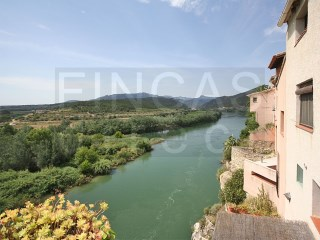 CHARACTER TOWNHOUSE IN MIRAVET, EXCEPTIONAL RIVERSIDE LOCATION AND VIEWS | 4 Pièces | 3WC