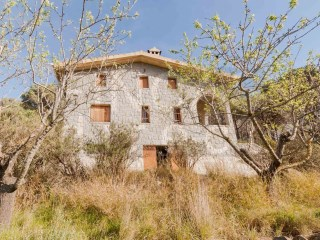 STONE-BUILT COUNTRY HOUSE NEAR ALFORJA, ELECTRICITY+WATER, IDEAL RURAL TOURISM | 5 Bedrooms
