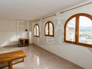 2 BED VILLAGE HOUSE IN MIRAVET, GOOD NATURAL LIGHT, TERRACE WITH VIEWS OF CASTLE | 2 Bedrooms | 1WC