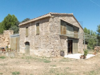 REFURBISHED 3-BED MASIA IN HORTA SANT JOAN AREA |