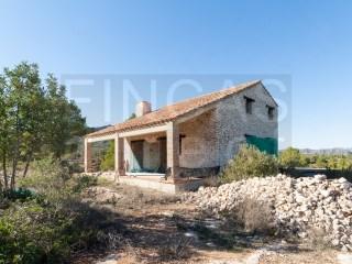 SUPER RURAL PROPERTY IN RASQUERA WITH 2 BUILDINGS AND WATER CONNECTED |