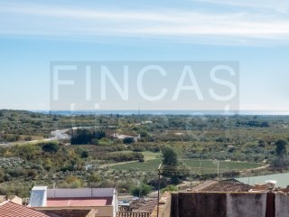 IDEAL RURAL B&B: REFURBISHED 5-BED VILLAGE HOUSE IN MASPUJOLS, LARGE ROOF TERRACE | 6 Pièces | 2WC