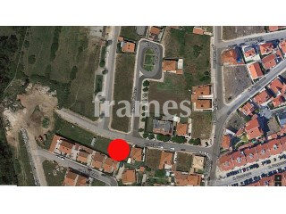 Plot of land with building housing 432.5 m2 |