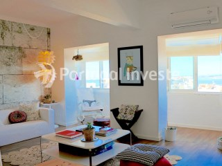 For sale excellent 2 + 1 bedrooms apartment, river view, fully renewed, equipped and decorated, 15 minutes away from Lisboa - Portugal Investe | 2 Bedrooms | 2WC