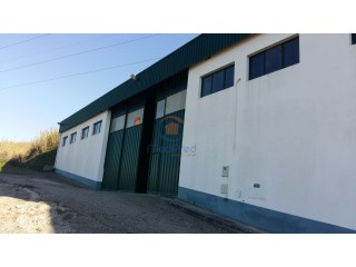 Warehouse with 480m2 in Frielas  |