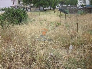 MLXL3030-plot land with total area of 263 m 2 and the area of deployment of 131, 60 m 2, in London. |