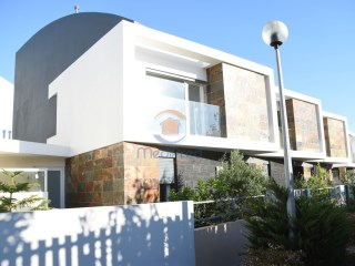 House › Odivelas | 3 Bedrooms + 1 Interior Bedroom | 3WC