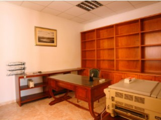Rent business premises in the street of the sea. |