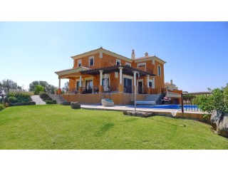 6 bedroom villa on Quinta do Vale golfe | 6 Bedrooms