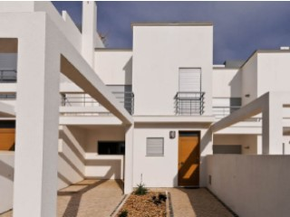 Moradia com 3 t 150 m from beach | 3 Bedrooms