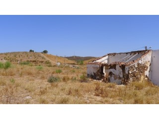 plot of 1ha possible to built 200m2,open views |