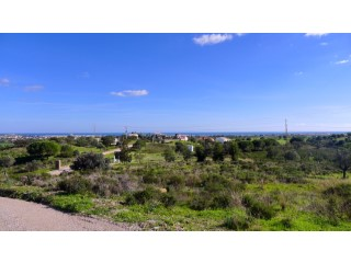 Large plot with astonishing seaviews |