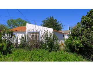 Small house on plot to be renovated | 3 Bedrooms | 1WC