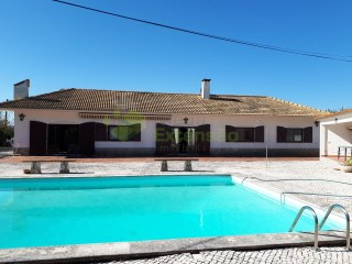 Villa with patio, pool and outbuildings-Cadaval | 5 Bedrooms