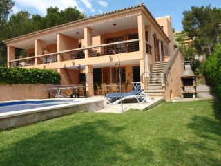 Villa with swimming pool in Puerto Pollensa. | 4 Bedrooms