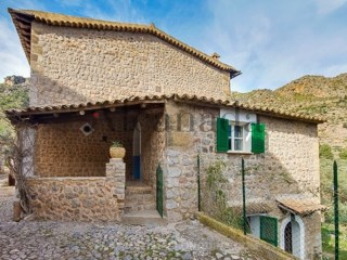 House in Sa Calobra in Sierra de Tramuntana | 5 Bedrooms | 1WC