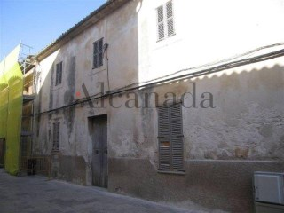 Townhouse for sale in the center of Muro, Majorca | 6 Bedrooms