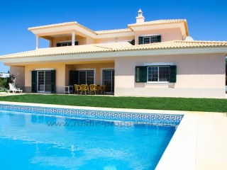 Beautiful villa with 5 bedrooms and swimming pool near Olhão. | 5 Bedrooms