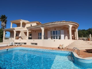 Villa with 3 bedrooms, sea views, Pool and Tennis Court! | 4 Bedrooms