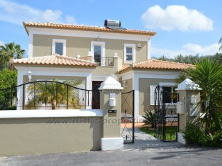 A lovely, totally refurbished 4 bedroom villa with a beautiful garden and pool in a quite area. RPS1153V | 4 Bedrooms