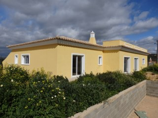 Single storey four bedroom villa with pool in central Algarve! | 4 Bedrooms | 3WC