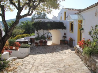 Character Country property with annexes near Loulé. RP1067V | 5 Bedrooms | 5WC