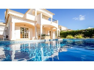 Beautiful villa with four bedrooms near the beach in Golden Triangle Algarve! RPS1175V | 4 Bedrooms | 5WC