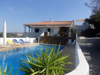 Excellent renovated villa, 4 bedrooms, with swimming pool near Almancil. RP1192V | 4 Bedrooms | 3WC