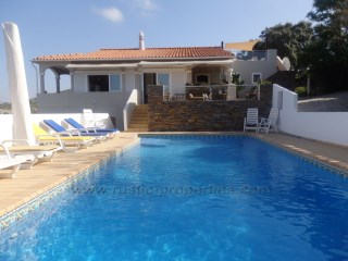 Excellent renovated villa, 4 bedrooms (2+2), with swimming pool near Almancil. RP1192V | 4 Bedrooms | 3WC