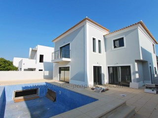 Contemporary villa under construction with 4 bedrooms in Fonte Santa, 3km from the beach | 4 Bedrooms