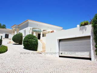 4+1 bedrooms villa with pool, less than 5 minutes from the beach | 4 Bedrooms + 1 Interior Bedroom