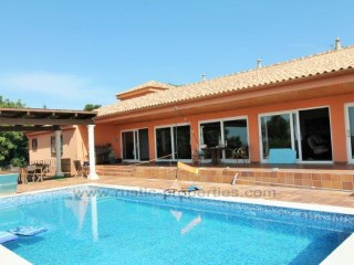 Villa set in large plot with sea views, swimming pool and 4 bedrooms. RPS1259V | 4 Bedrooms
