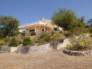 Traditional style villa with sea views Loulé. RP1279V | 2 Bedrooms + 1 Interior Bedroom | 2WC