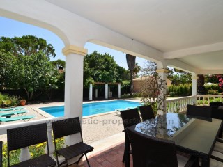 Charming villa set close to beach and golf resorts of Vale do Lobo and Quinta do Lago. | 4 Bedrooms | 4WC