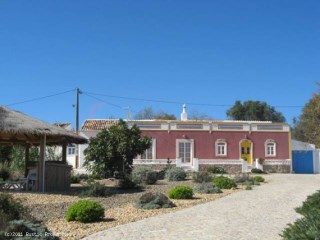 Traditional Farmhouse style near Loulé | 3 Bedrooms + 1 Interior Bedroom | 4WC
