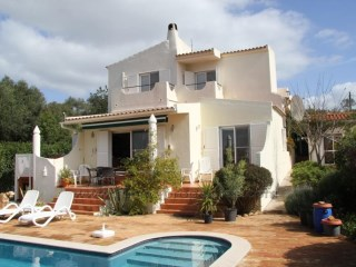 Well maintained  3 Bedroom villa with beautifull gardens. | 3 Bedrooms