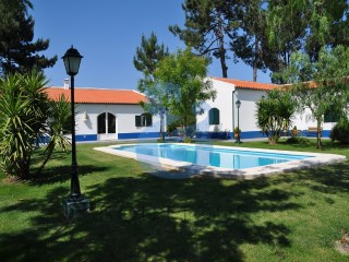 Farm in Pegões | HOUSE & HOME | 6 Bedrooms