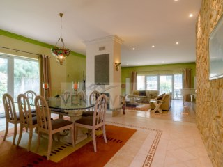 Spectacular and SPACIOUS VILLA SITUATED in QUIET AREA and 5 MN FROM the BEACH | 5 Bedrooms | 6WC