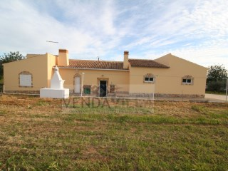 COUNTRY VILLA SITUATED IN QUIET AREA | 6 Bedrooms | 3WC