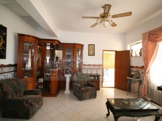 SPACIOUS VILLA DIVIDED INTO 2 APARTMENTS (1-3 BED; 1-2BED.) | 5 Bedrooms | 3WC
