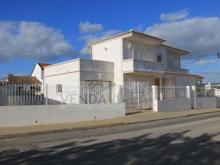 PATÃ DE BAIXO - LOCATED IN A QUIET AREA | 3 Bedrooms | 3WC