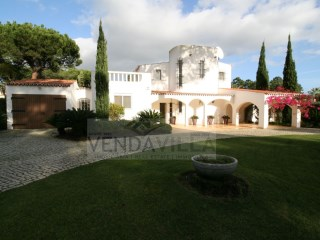 SPACIOUS VILLA, WELL LOCATED | 4 Bedrooms | 5WC