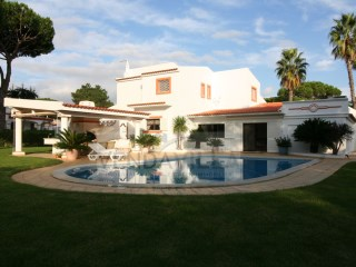 BEAUTIFUL AND SPACIOUS VILLA SITUATED IN PRIVILEGED ZONE | 4 Bedrooms | 3WC