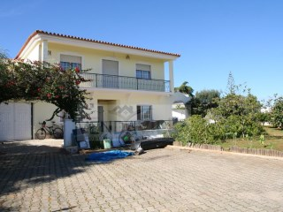 QUARTEIRA 3 BED. VILLA + 1 BED. APARTMENT IN ANNEX - 10 MIN. WALK TO THE BEACH | 4 Bedrooms | 3WC