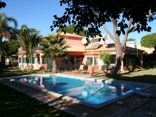 VILLA WITH EXCELLENT LOCATION, OPPOSITE THE GOLF COURSE | 4 Bedrooms | 3WC