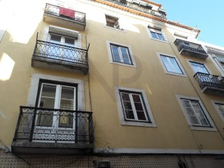 Bairro Alto, Lisbon, 1 bedroom apartment transformed into T0  |