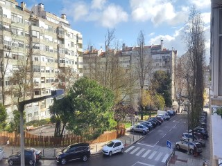 Lisbon, Benfica, 3 bedroom apartment, good areas, to remodel. | 3 多个卧室 | 2WC